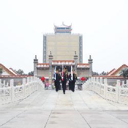福寿园国际集团上海公司升旗仪式举行