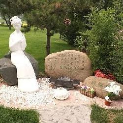 实拍侯耀文墓地,花了700万,旁边是林妹妹陈晓旭之墓!
